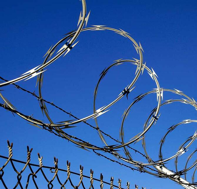 barbed-wire-1571389-1080x720_670x642_crop_and_resize_to_fit_478b24840a